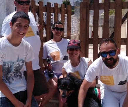 Movimento já libertou uma dezena de cães acorrentados