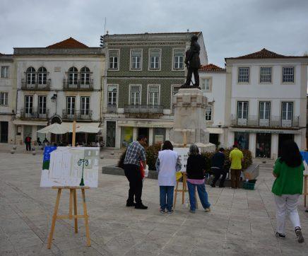 'Arte & Inclusão' oficina de pintura outdoor pinta monumentos no Largo do Seminário