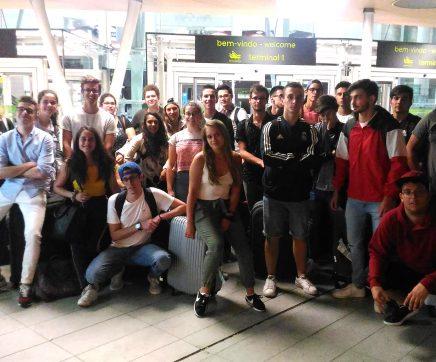 Alunos das escolas Insignare regressam a casa após dois meses de estágio no estrangeiro