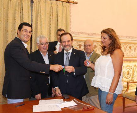 Câmara de Santarém assina protocolo de cedência de instalações ao Rotary Club de Santarém