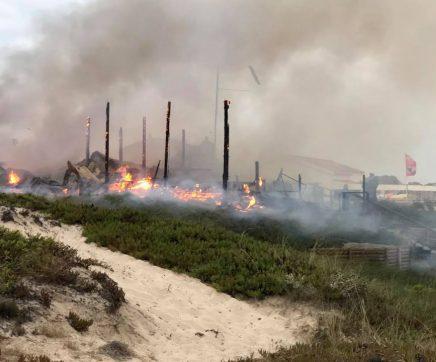 Incêndio destrói bar na praia do Baleal