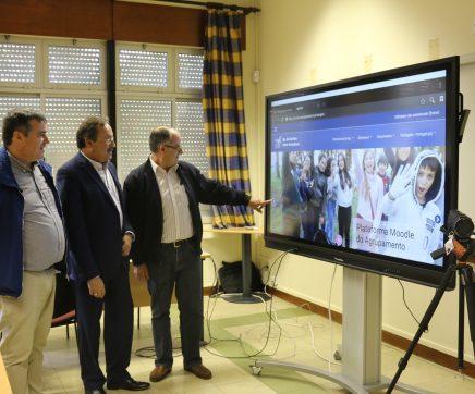 Câmara de Torres Novas entregou equipamentos de TIC aos agrupamentos escolares