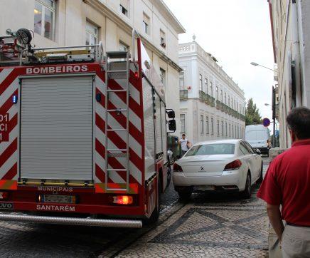 Responder a ocorrências no Centro Histórico é um problema para a mobilidade de meios de socorro em Santarém