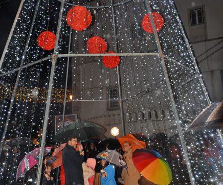 Santarém inaugura iluminação de Natal com fogo de artifício