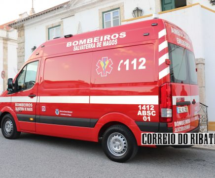Bombeiros de Salvaterra com nova ambulância cedida pela Câmara