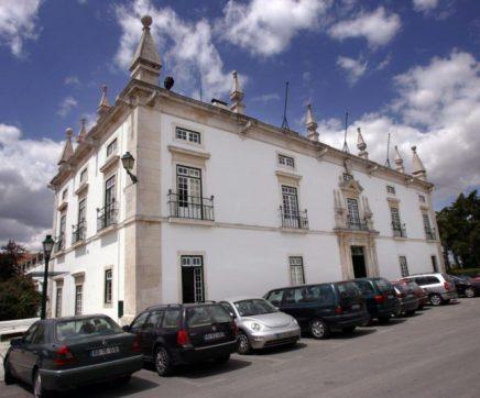 Trabalhadores da Câmara de Santarém reclamam assinatura de acordo coletivo de trabalho