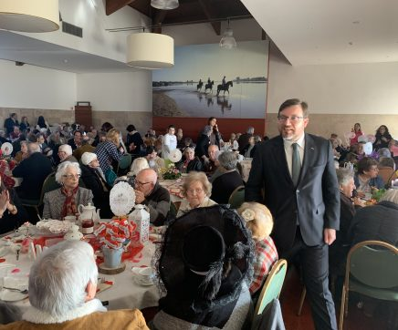 250 idosos comemoram o Dia de São Valentim