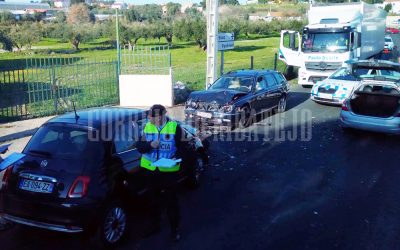 Colisão entre três viaturas provoca dois feridos