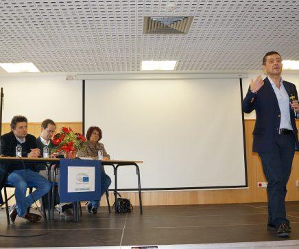 Carlos Zorrinho esclareceu alunos no Cartaxo