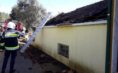 Incêndio em habitação provoca dois desalojados