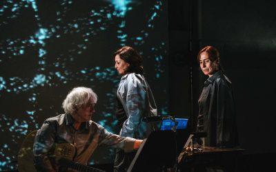 A peça 'Odeio este tempo detergente' subiu ao palco do Teatro Sá da Bandeira