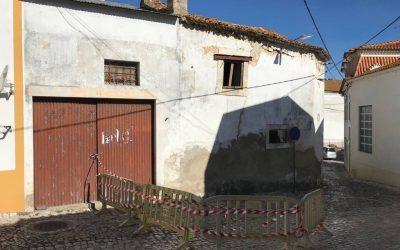 Casa devoluta em risco de ruir na Ribeira de Santarém vai ser demolida