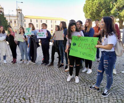 Alunos de Santarém fazem greve pelo planeta
