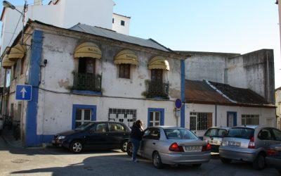 Demolição de casas corta trânsito em Aveiras de Cima