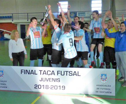 Juvenis do Vitória de Santarém vence Taça de Futsal pelo terceiro ano consecutivo