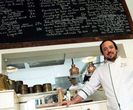 """Chef Rodrigo Castelo orienta """"oficinas de cozinha"""" no Hospital de Santarém"""