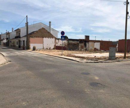 Câmara de Almeirim compra terreno de casa que ruiu para criar estacionamento