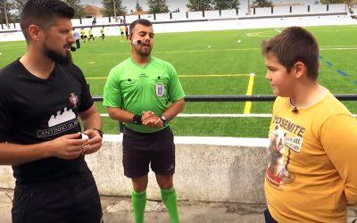 VÍDEO | Jovem jogador reencontra árbitro a quem pediu desculpa numa carta