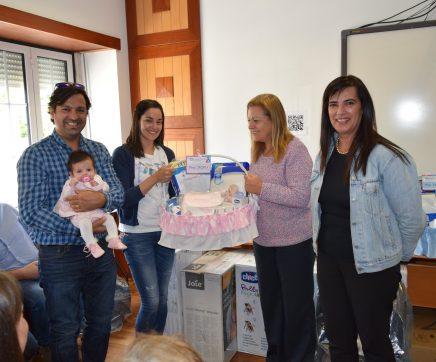 """Alcanena entrega mais 10 cabazes """"Bebé Feliz"""""""