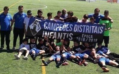 Académica de Santarém soma dois títulos de campeão distrital em infantis