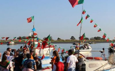 Peregrinação fluvial transporta Senhora dos Aveiros e do Tejo entre Portugal e Espanha