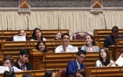 Escola de Alcanede a comemorar 25 Anos, na Sessão Nacional do Parlamento dos Jovens