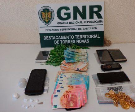 Três mulheres e um homem suspeitos de tráfico de droga aguardam julgamento em liberdade