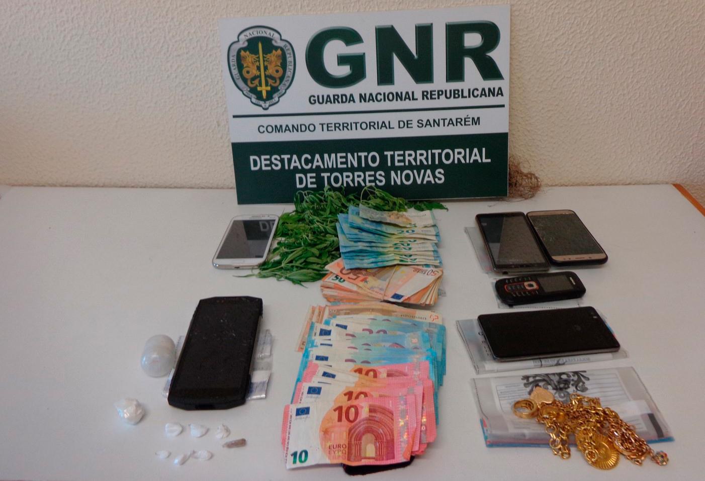 Três mulheres e um homem detidos por tráfico de droga