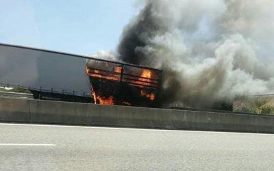 Camião arde na Ponte da Lezírias em Benavente