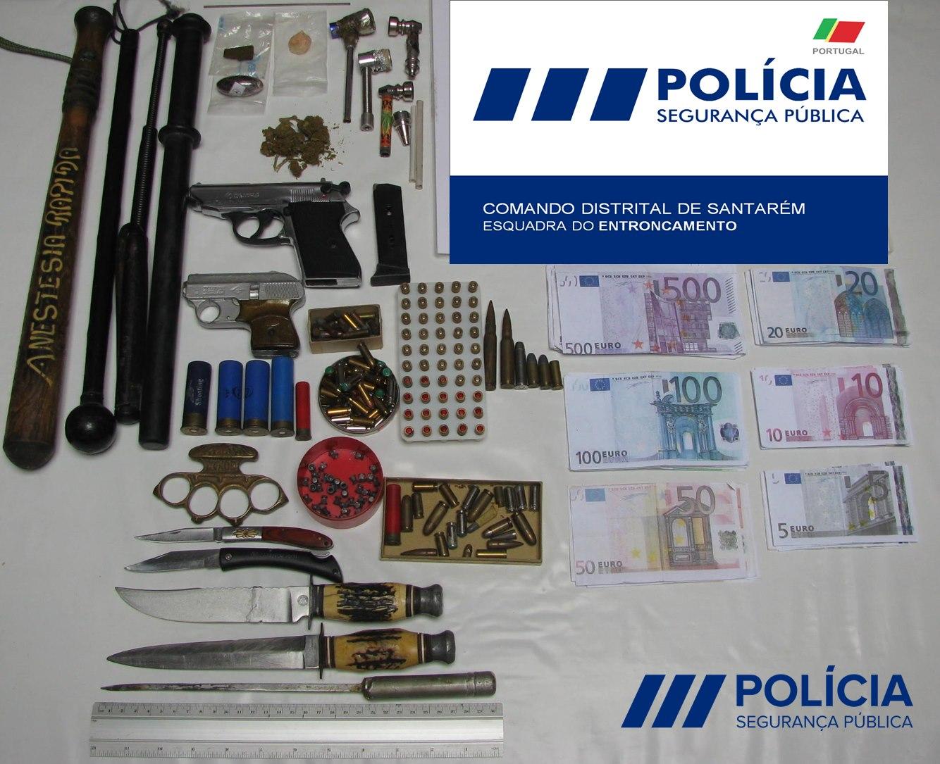 PSP detém homem suspeito de violência doméstica com arsenal de armas em casa