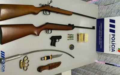 Homem detido por violência doméstica e posse de arma proibida
