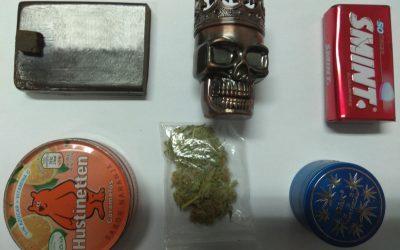 Dois jovens detidos pela posse de 185 doses de droga