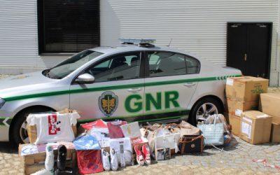 Unidade de intervenção da GNR de Santarém envolvida em operação que apreendeu 2.497 artigos contrafeitos