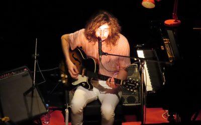 Tim Bernardes num concerto intimista no Teatro Sá da Bandeira
