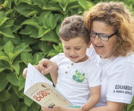 """""""O Coelhinho DuDu"""": um livro de amor de mãe para filho"""