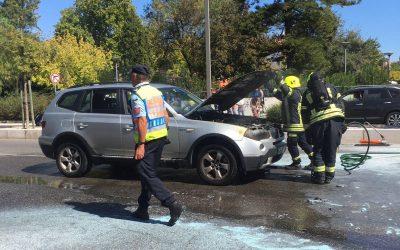 Carro incendeia-se em frente à rodoviária de Santarém