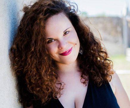 """Joana Cota: """"O fado é o elo que existe entre mim e quem me ouve, um momento mágico de partilha de emoções"""""""