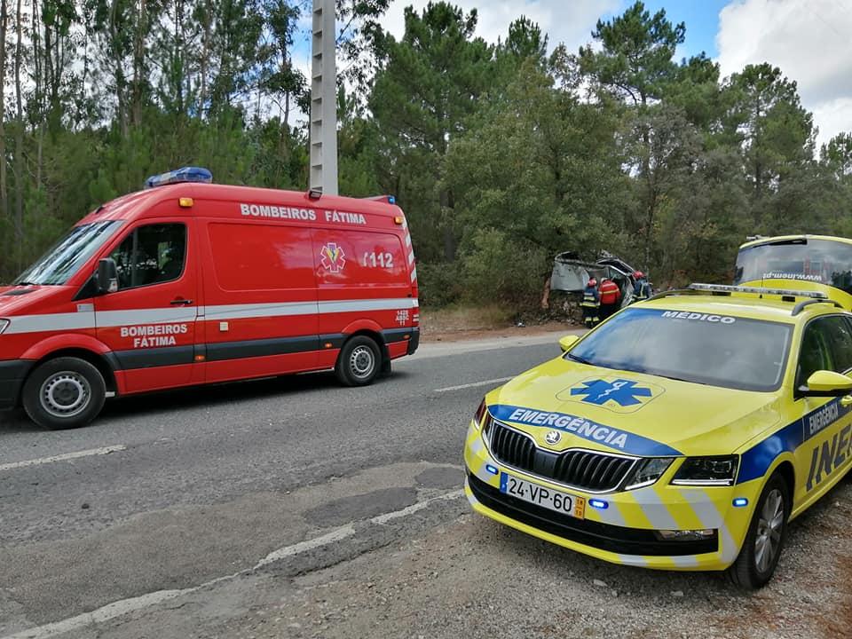 Acidente aparatoso provoca quatro feridos, um deles grave
