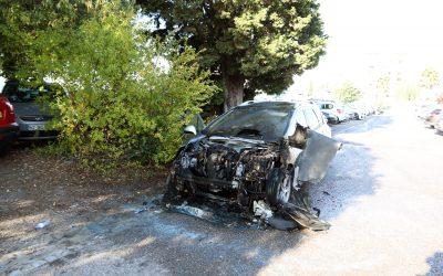 Carro arde parcialmente no estacionamento do Instituto Politécnico de Santarém