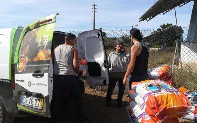 Empresa oferece duas toneladas de alimentos a quatro associações no Dia do Animal