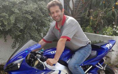 Motorista de pesados morre em acidente de moto contra carro