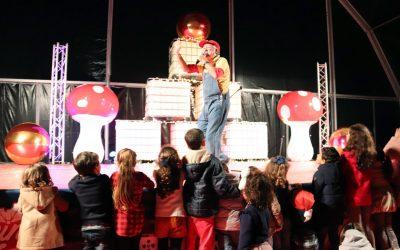 Avô Cantigas leva centenas de crianças ao Reino de Natal