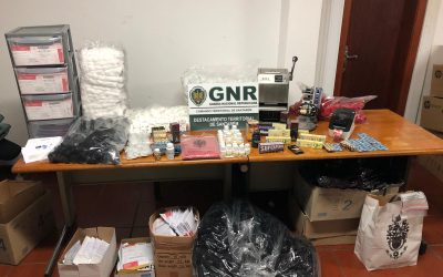 GNR desmantela farmácia online que vendia fármacos ilegais em Fazendas de Almeirim