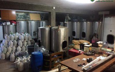 GNR desmantela destilaria ilegal e apreende dois mil litros de bebidas alcoólicas