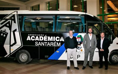 Associação Académica de Santarém recebe autocarro no 'sapatinho'