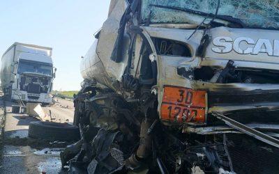 Colisão entre dois camiões no IC10 provoca dois feridos, um deles grave
