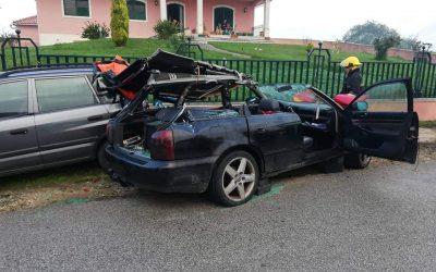 Um ferido grave em despiste de veículo ligeiro