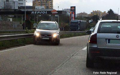 Acidente com viatura em contra-mão condiciona trânsito na Circular Urbana de Santarém