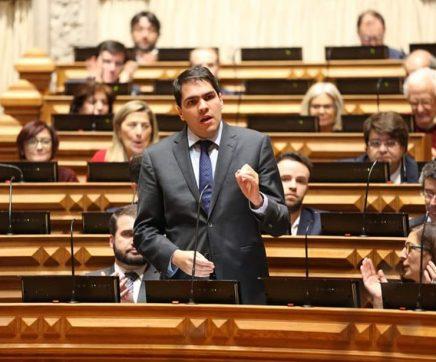 Hugo Costa é o primeiro subscritor de projecto que recomenda tarifa social de acesso à internet