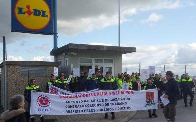 Trabalhadores dos entrepostos do Lidl de Torres Novas em greve por aumentos